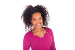 Молодая Афро-американская женщина с длинными волосами стоковая фотография rf
