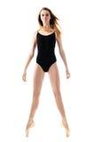 Молодая балерина с длинными ногами на цыпочках стоковая фотография