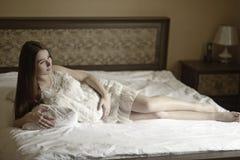Молодая беременная женщина Стоковая Фотография RF