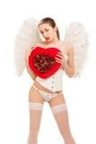 Молодая белокурая женщина в костюме ангела держа сердце Стоковое фото RF