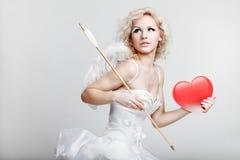 Молодая белокурая женщина в костюме ангела Стоковые Фотографии RF