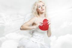 Молодая белокурая женщина в костюме ангела Стоковая Фотография