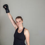 Молодая белокурая женщина в спортзале бокса Стоковое Фото