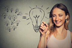 Молодая бизнес-леди имеет большую идею Стоковая Фотография RF