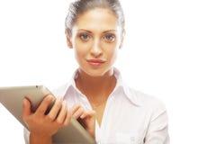 Молодая бизнес-леди работая на таблетке Стоковые Изображения RF