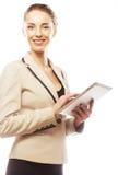 Молодая бизнес-леди работая на таблетке Стоковая Фотография