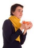Молодая взрослая женщина с красным верхом коротких волос, желтым шарфом, на белой предпосылке в различных представлениях, и разли Стоковые Фото