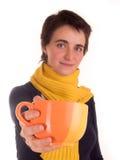 Молодая взрослая женщина с красным верхом коротких волос, желтым шарфом, на белой предпосылке в различных представлениях, и разли Стоковая Фотография RF