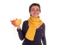 Молодая взрослая женщина с красным верхом коротких волос, желтым шарфом, на белой предпосылке в различных представлениях, и разли Стоковые Фотографии RF