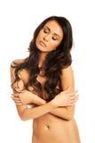 Молодая грудь заволакивания женщины курорта Стоковое Изображение RF