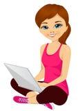 Молодая девушка брюнет используя портативный компьютер иллюстрация штока