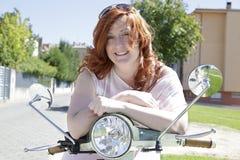 Молодая девушка велосипедиста Стоковые Изображения RF