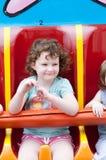 Молодая девушка малыша имея потеху на езде занятности променада Стоковые Изображения RF