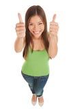 Молодая женщина давая двойные большие пальцы руки вверх Стоковые Фотографии RF