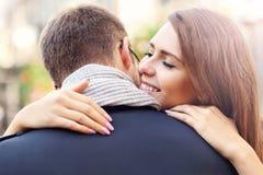 Молодая женщина давая объятие к ее человеку Стоковые Фото