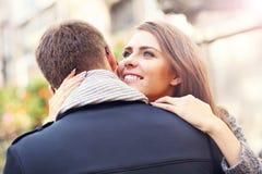 Молодая женщина давая объятие к ее человеку Стоковая Фотография