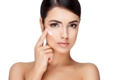 Молодая женщина брюнет с красивой чистой кожей Стоковое Фото