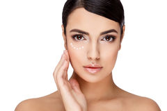 Молодая женщина брюнет с красивой чистой кожей Стоковые Фотографии RF