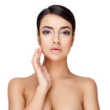 Молодая женщина брюнет с красивой чистой кожей Стоковые Изображения