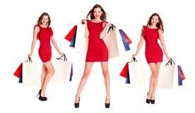 Молодая женщина брюнет с некоторыми хозяйственными сумками Стоковые Изображения RF