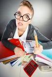 Молодая женщина выполняя обработку документов Стоковые Изображения