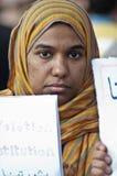 Молодая женщина в арабской революции Стоковое Фото