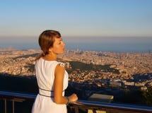 Молодая женщина в Барселоне стоковое фото rf