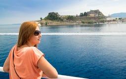 Молодая женщина в каникулах Стоковое фото RF