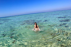 Молодая женщина в море Стоковая Фотография