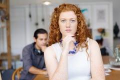 Молодая женщина в офисе Стоковое фото RF