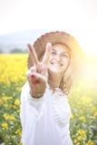 Молодая женщина в поле рапса Стоковое фото RF