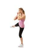 Молодая женщина в представлении фитнеса пинком Стоковые Фото