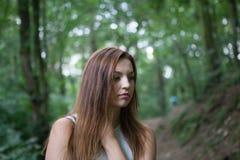 Молодая женщина в пуще Стоковая Фотография RF
