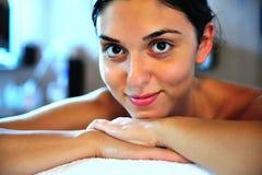 Молодая женщина в спе Стоковая Фотография RF