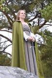 Молодая женщина в средневековой одежде Стоковые Фотографии RF