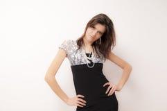 Молодая женщина в черном платье стоковое изображение rf