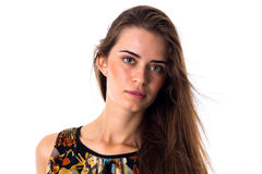 Молодая женщина в varicolored блузке с длинными волосами Стоковое Фото