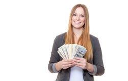 Молодая женщина держа примечания доллара США Стоковое Фото