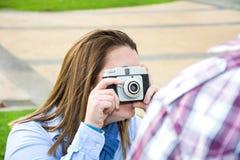 Молодая женщина делая фото к ее парню Стоковые Фотографии RF