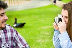 Молодая женщина делая фото к ее парню Стоковое фото RF