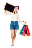 Молодая женщина задерживая классн классный и хозяйственные сумки Студия sh Стоковое фото RF