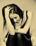 Молодая женщина имея головную боль стоковые изображения