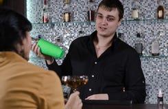 Молодая женщина имея питье на баре Стоковое фото RF