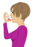 Молодая женщина используя ингалятор астмы иллюстрация штока