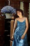 Молодая женщина и цветки стоковое фото rf