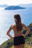 Молодая женщина на береге Закинфа, Греции Стоковое Изображение RF