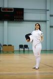 Молодая женщина на ограждая тренировке Стоковая Фотография RF