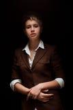 Молодая женщина на темной предпосылке Стоковые Изображения RF