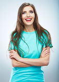 Молодая женщина непринужденного стиля представляя на изолированной предпосылке студии Стоковые Фото
