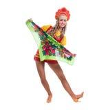 Молодая женщина нося людей костюмирует танцы Стоковая Фотография